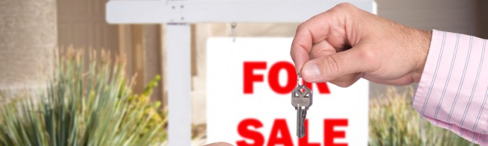 Realator handing over keys to home buyer